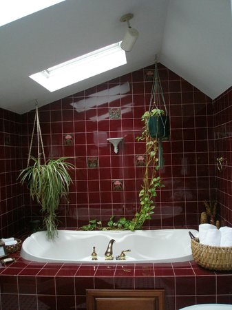 Croton on Hudson, NY: The huge Bridal Suite Bathroom