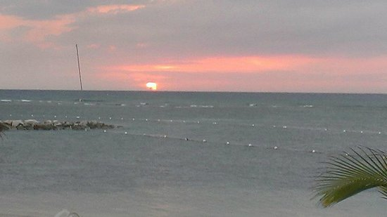 Holiday Inn SunSpree Resort Montego Bay: Sunset from the adult beach area