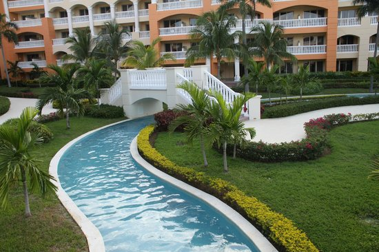 Iberostar Rose Hall Suites: Lazy river center of the grounds
