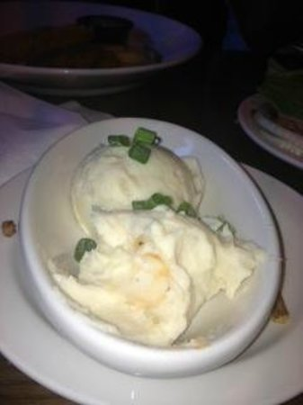 Schererville, Индиана: Cheesy Garlic Mash Potato's - REALLY????