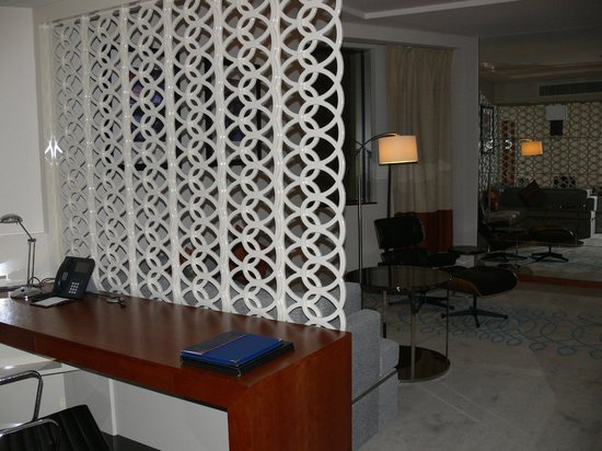 Jumeirah Emirates Towers Hotel: suite
