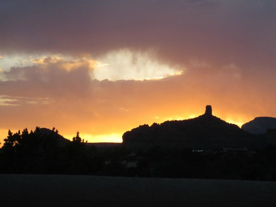 BEST WESTERN PLUS Inn of Sedona: Sunset from the patio/our room.