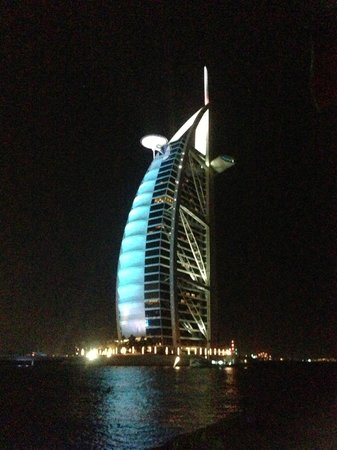 Jumeirah Beach Hotel: View of Burj Al Arab opposite this hotel