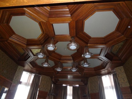 Grand Hotel Amrath Amsterdam: ceiling in sitting room of suite above hotel entrance