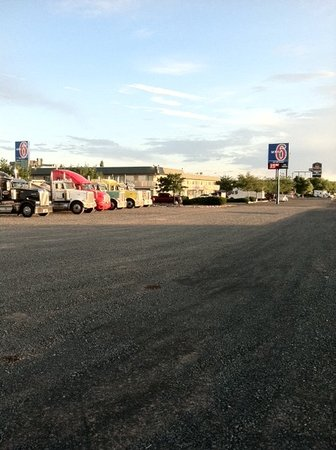 Holbrook, AZ: 4 Acres of Truck Parking