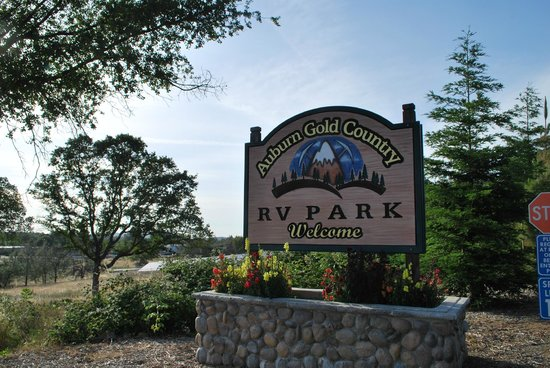 Auburn Gold Country RV Park: The entrance