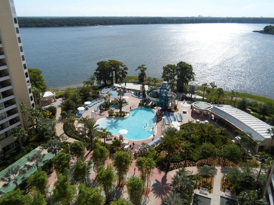 ‪‪Bay Lake Tower at Disney's Contemporary Resort‬: View from our room & pool area‬