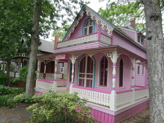 Oak Bluffs, Μασαχουσέτη: One of the many colorful cottages