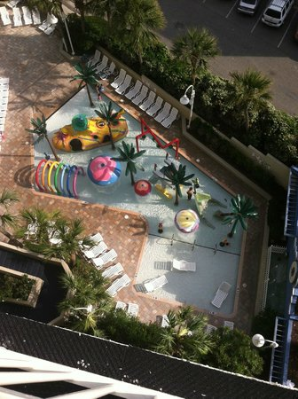 Coral Beach Resort & Suites: View of the kids water park from the 9th floor