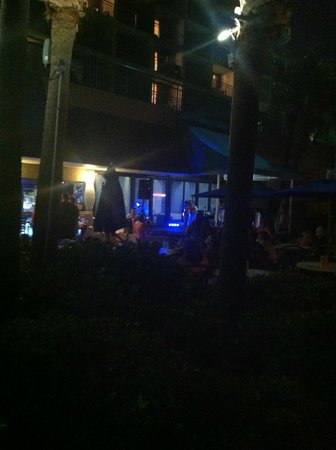 Coral Beach Resort & Suites: Karaoke
