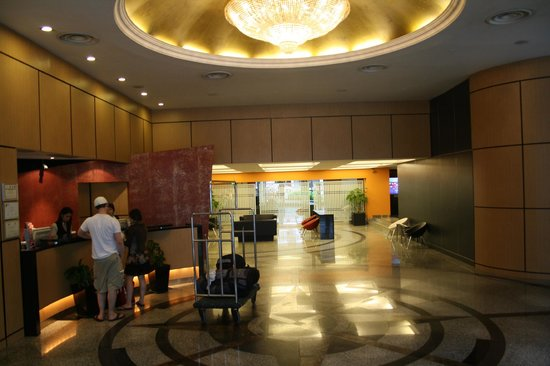 Bayview Hotel Singapore: Foyer area, nice for the price, good service