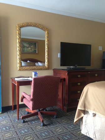 Howard Johnson Inn San Diego State University Area: New Room With Flat LED TV
