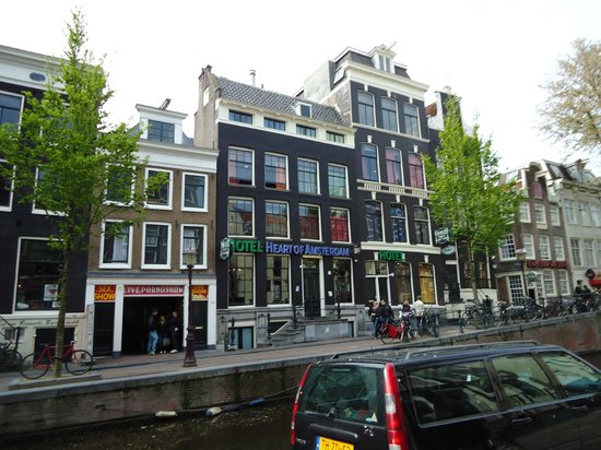 Heart of Amsterdam: Front hotel