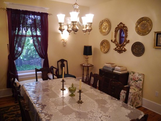 Lionheart Guest House: The dinning room.