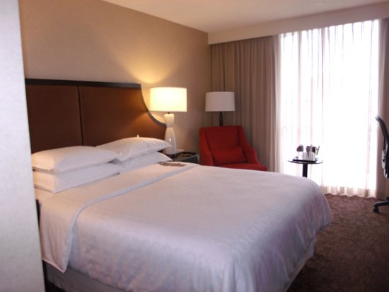 Sheraton Atlanta Hotel : Comfortable Bed, Small Room
