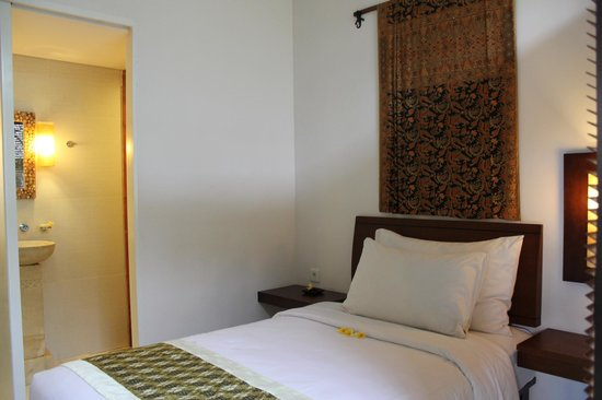 Ubud Green: Smaller room