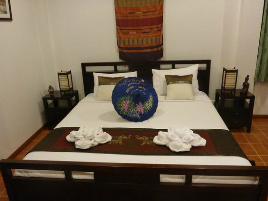 Mai Siam Resort: bed with personalized umbrella