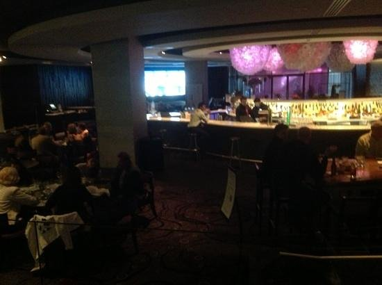 Hyatt Regency Montreal : hopping bar with wine dispensing machines