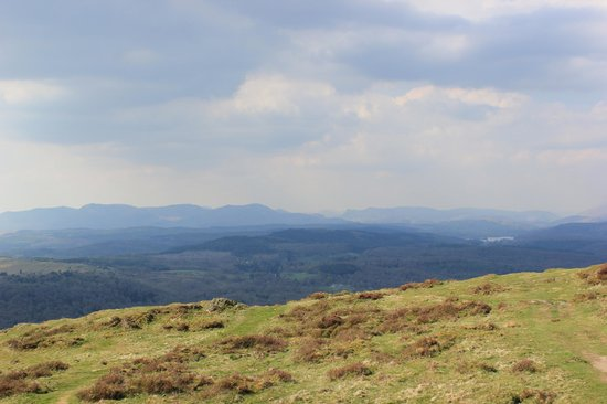 The Hare & Hounds: Views from the Top of Gummers How
