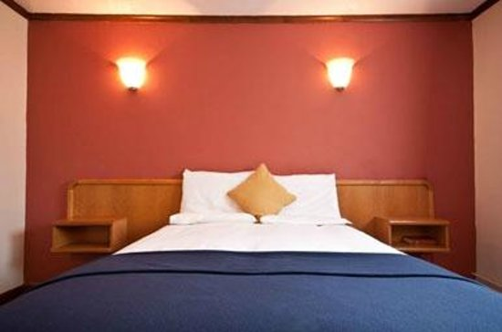 Oakley, UK: Bedroom at the Innkeeper's Lodge Basingstoke