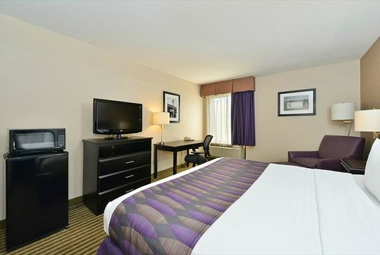 Westwego, LA: Enjoy our smoke free environment and newly renovated rooms.