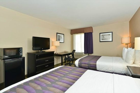 Westwego, LA: Your newly renovated room with double queen pillowtop mattresses