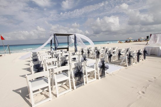 Beach Palace: Wedding set up