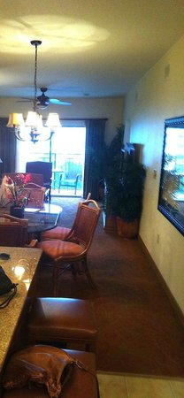 Floridays Resort Orlando: The living/Dining area