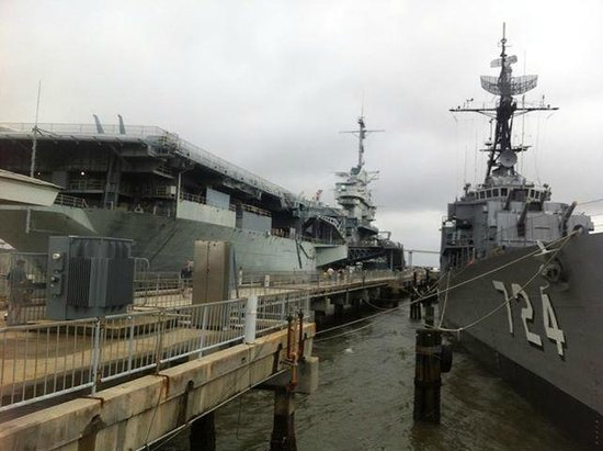 Charleston Harbor Resort & Marina: USS Yorktown and Laffey