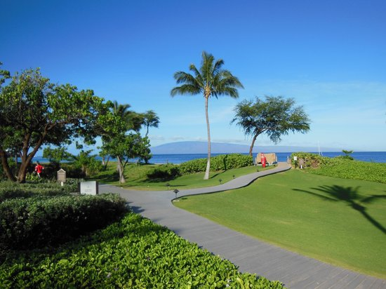 The Westin Kaanapali Ocean Resort Villas: the ocean walking path