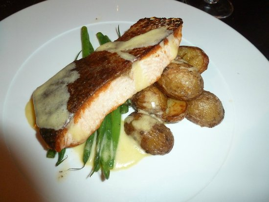 Crewe, UK: Salmon dish in The Brasserie
