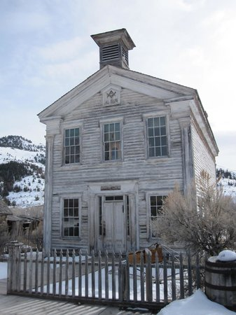 Dillon, MT: School house and Masonic Temple
