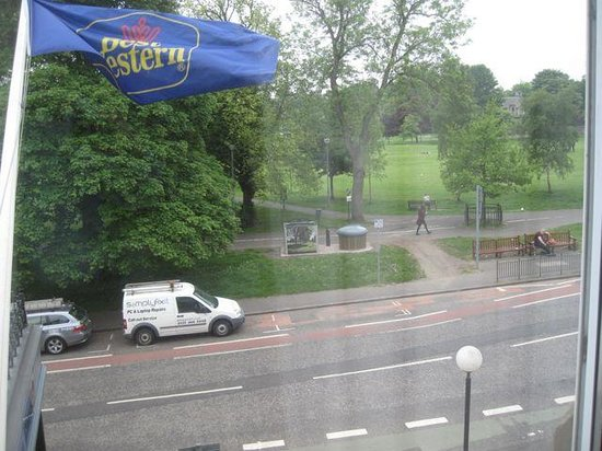 BEST WESTERN PLUS Bruntsfield: Room 102 overlooks Edinburgh's historic Meadows