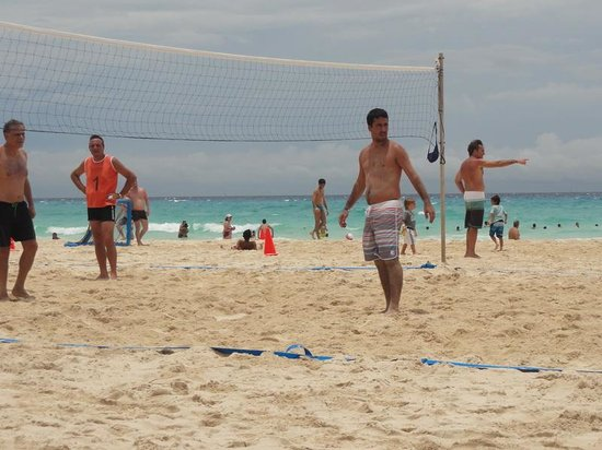 Sandos Playacar Beach Resort & Spa: Beach Volley (Playa)