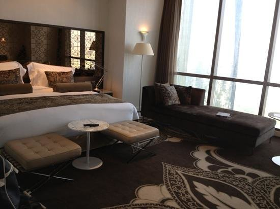 Jumeirah at Etihad Towers: club bedroom