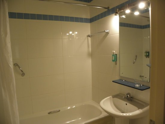 Jurys Inn Parnell Street: bathroom