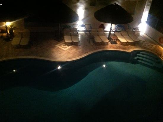 Hotel Villa Adriana: picture of the pool at night