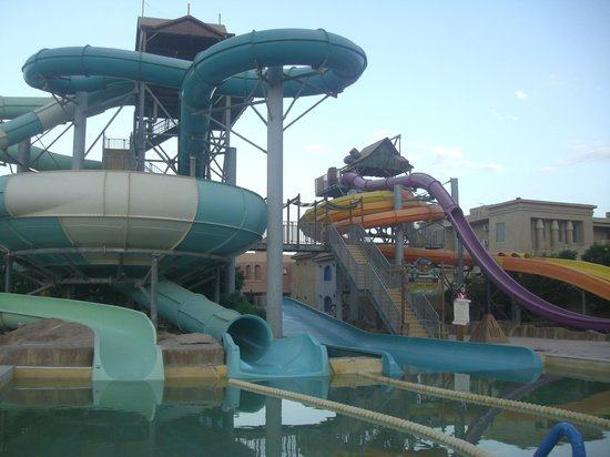 Coral Sea Aqua Club Resort : Water slides