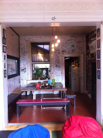Vagabonds: dining area and kitchen