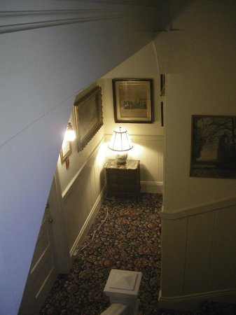 Golden Gate Hotel: staircase with its character features and paintings