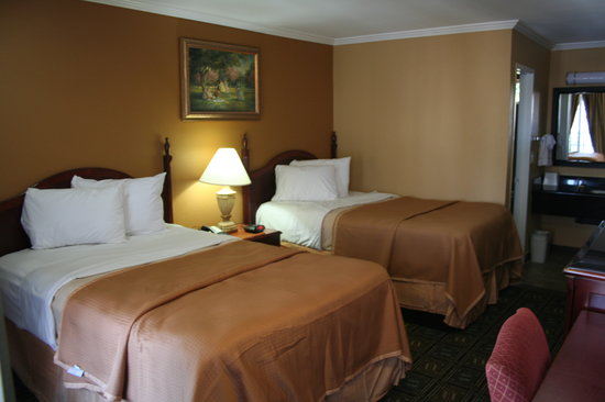 Howard Johnson Inn San Diego State University Area: Double Beds in a Room
