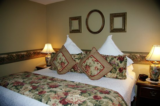 The Wild Iris Inn: Large king sized beds!