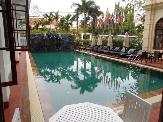 Royal Crown Hotel: salt water swimming pool
