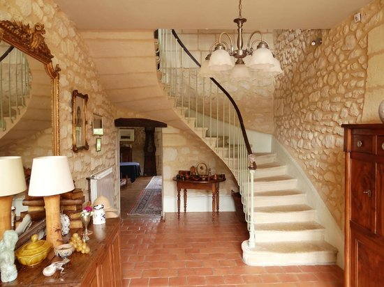 Upon entering you have this view of the staircase for Chambre d hote st emilion