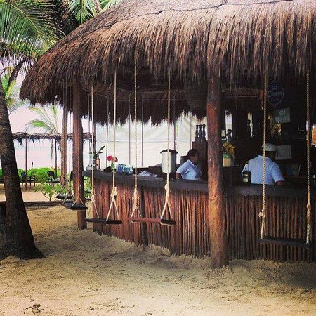 Cabanas Tulum: swings at the bar