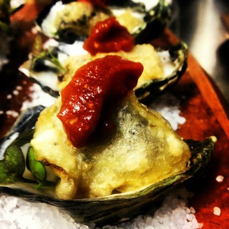 Μπαλίνα, Αυστραλία: Fleurs' Tempura Oyster with a sweet & spicy salsa rossa