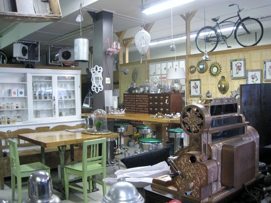 Brighton, Canada: more antiques !