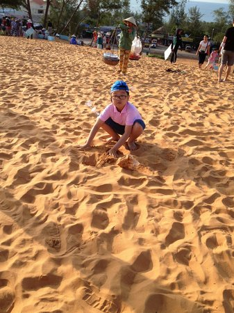Mui Ne, Vietnam: Chilren playing in the Red Sand Dunes