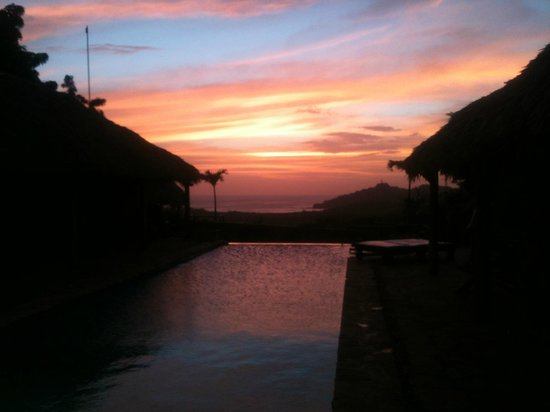 Casa De Olas: Pool sunset