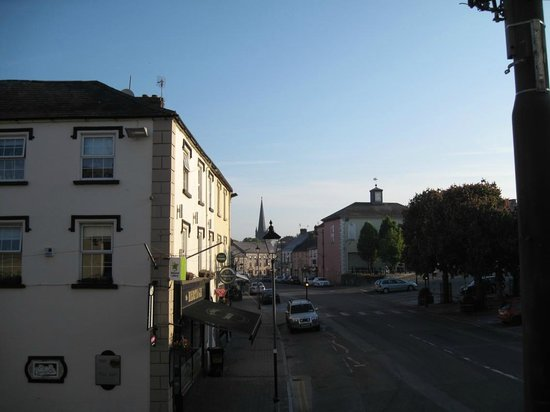 Cahir, Irland: View from the room of the Hotel (first floor)